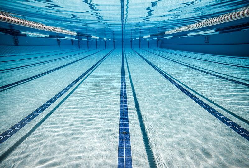 kraakhelder zwembadwater