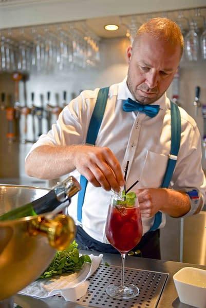 vanhonsebrouck-barman-cocktail-1-668x1000-q80